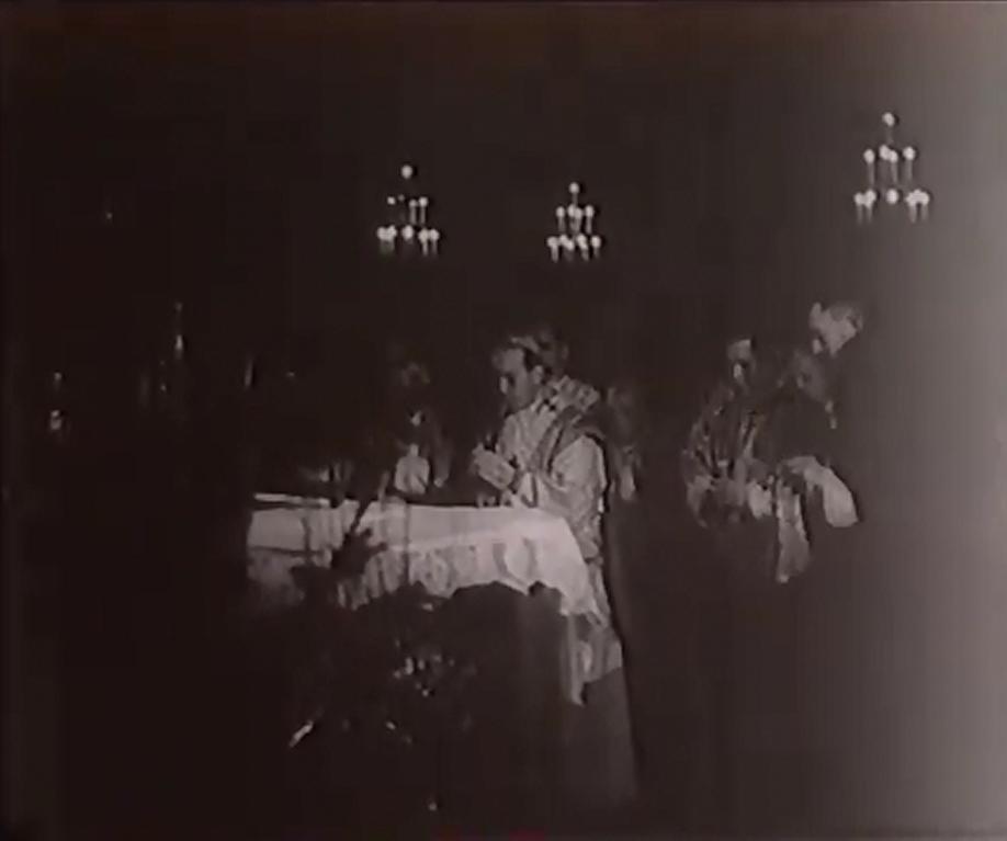 Nadbiskup Stepinac slavi Sv. Misu.