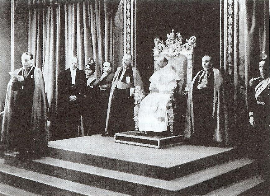 Nadbiskup Stepinac kod pape Pija XII. prilikom izricanja molbe za proglašenje svetim bl. Nikole Tavelića, u Rimu, 1939.