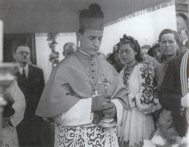 Stepinac uoči dijeljenja svete potvrde u Daruvaru, 3. lipnja 1939.