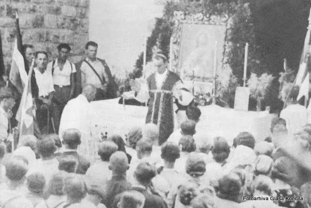 Nadbiskup Stepinac služi sv. Misu u sljemenskoj kapelici prigodom hodočašća u Mariju Bistricu.