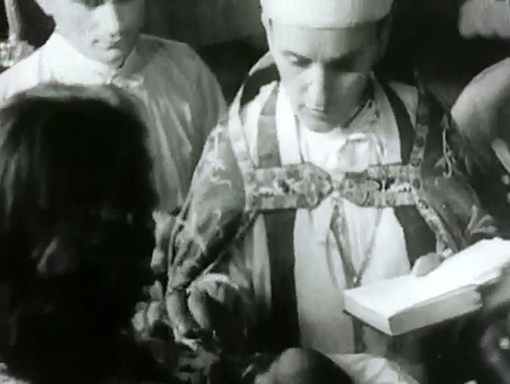 Krštenje u zagrebačkoj katedrali. Stavljanje soli djetetu u usta.