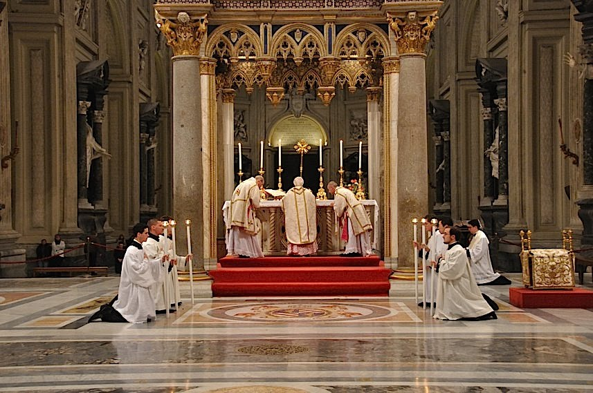 Kardinal Cañizares prilikom slavljenja Mise po izvanrednom obredu.