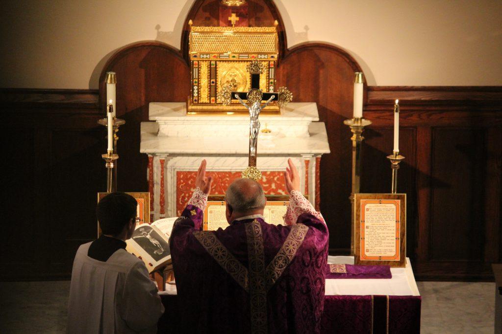 Biskup Morlino slavi svetu Misu po tradicionalnom rimskom obredu